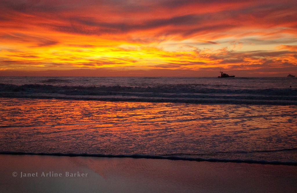 DSC_6964-sunset-fish boat-surfer
