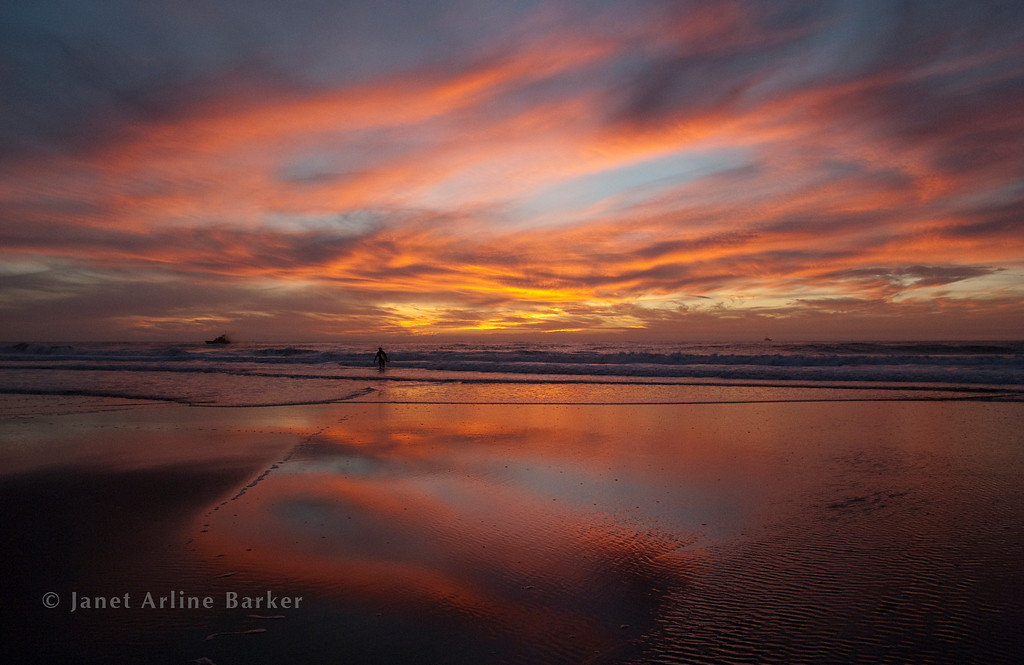 DSC_6949-sunset-fish boat-surfer