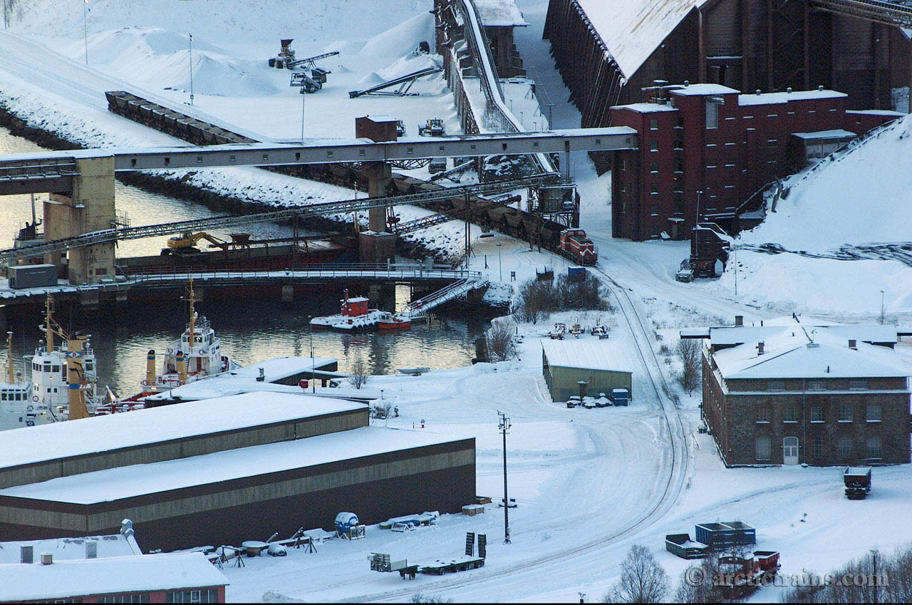 LKAB T44 Uad Narvik Ore Harbour Olivin loading 2004-11-20 by TS