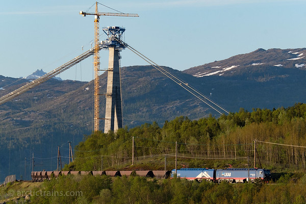 LKAB Iore 115 Stenbacken + 132 Rensjön and F050s in service 9918 inbound to Narvik C 2018-05-30 at 21.40, in front of south tower of Haalogaland Bridge under construction . Photo by TS.