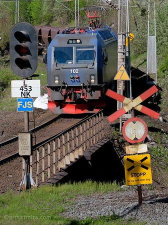 LKAB Iore 102+? F050s in service 9912 inbound at Narvik C  2015-06-06 16:38.
