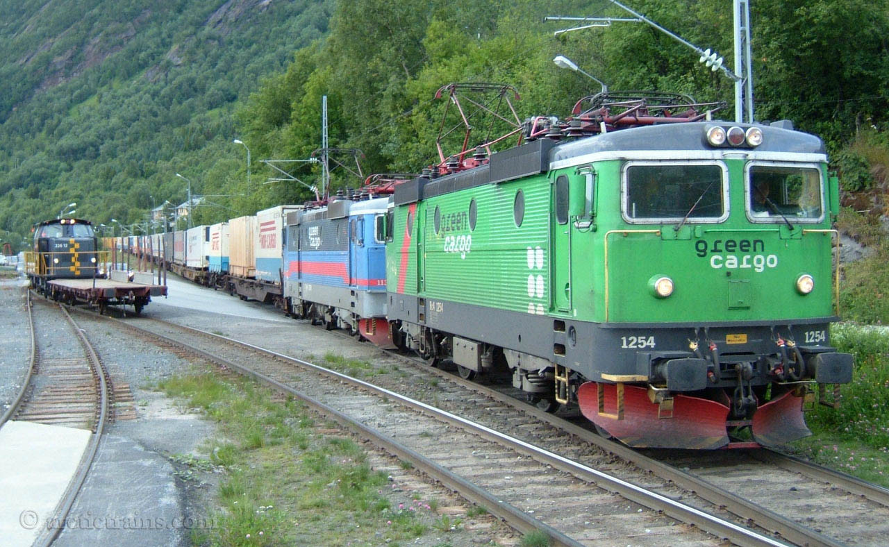 Cargonet Rc4 1254 1172 Arctic Rail Express arrives Narvik H Fagernes terminal 2004-07-11 by TS