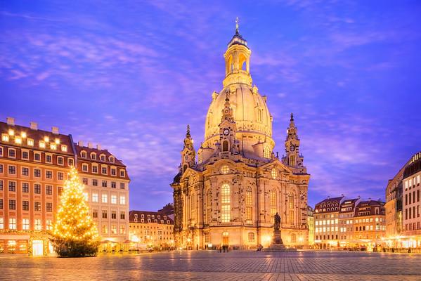 Frauenkirche in Dresden --- Image by © Paul Hardy/Corbis