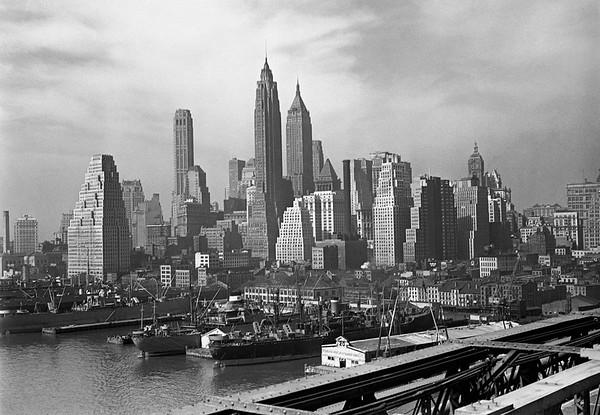 Manhattan skyline, New York City, USA --- Image by © 169/George Marks/Ocean/Corbis