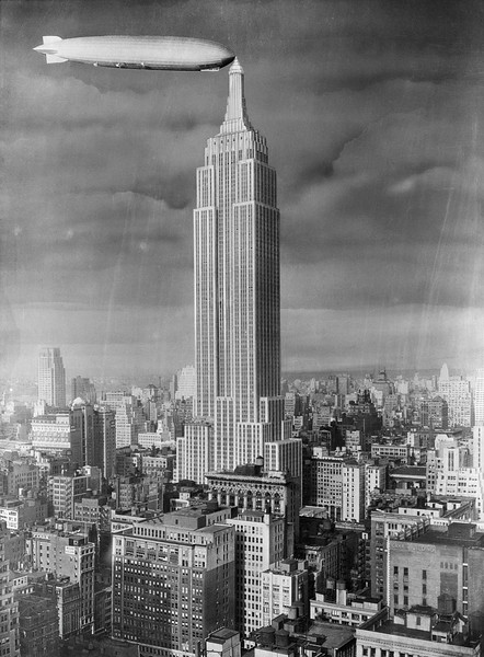 1929-1931, Manhattan, New York City, New York State, USA --- Original caption: Dirigible establishing contact with Empire State Building tower. While designed for this purpose, it did not prove practical. --- Image by © Corbis