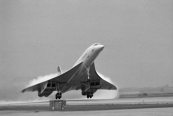 20 Oct 1977, Queens, New York City, New York State, USA --- The Concorde supersonic transport lifts off the runway at JFK International Airport. Its first test flights stayed well below the threshold of acceptable noise levels. --- Image by © Bettmann/CORBIS