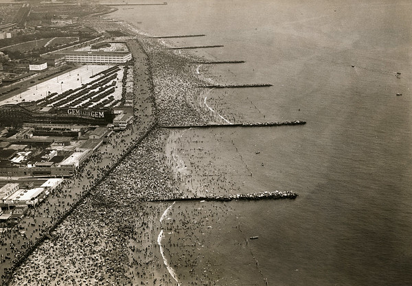 19 Oct 1920, Brooklyn, New York City, New York State, USA --- Brooklyn, New York: Aerial view of the crowds on Coney Island Beach during the 4th of July.  Undated photo. --- Image by © Underwood & Underwood/Corbis