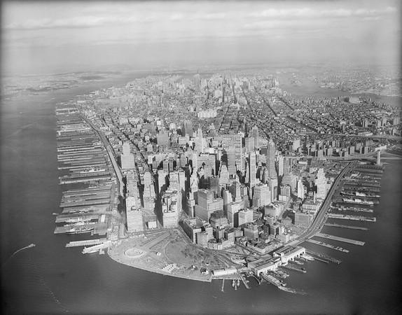 ca. 1961 --- Original caption: New York, NY: Ariel view of Manhattan. --- Image by © Bettmann/CORBIS