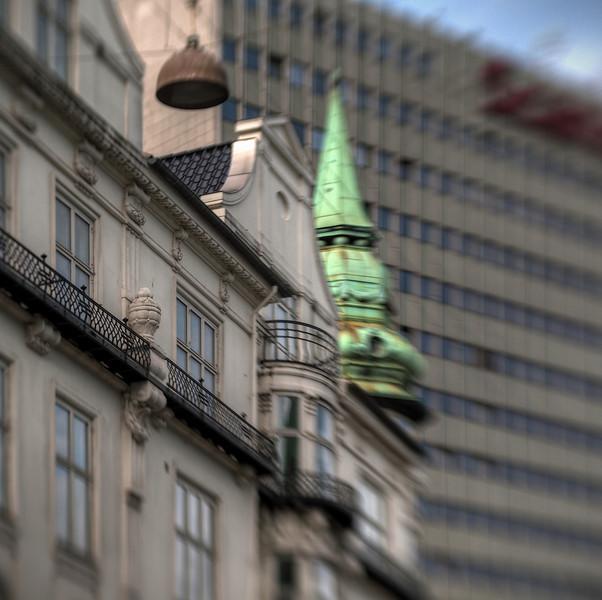 Urn.<br /> Hørnet af Skt. Jørgens Allè og Gammel Kongevej, København, Danmark.