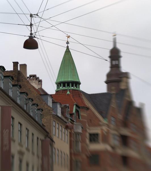 Peaks.<br /> Hjørnet af Kultorvet og Pustervig, København, Danmark.<br /> Fotograferet med en Lens Baby.