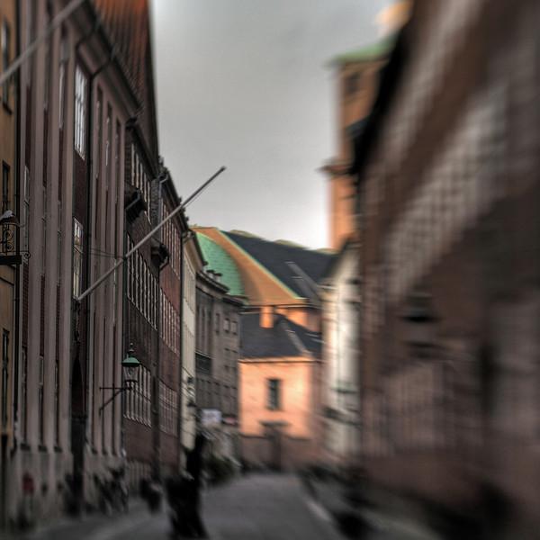 Store Kannikke Stræde med Vor Frue Kirke i baggrunden.<br /> København, Danmark.