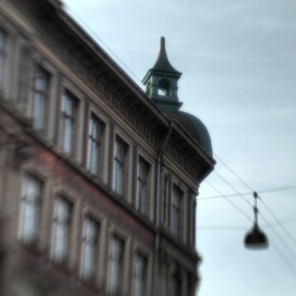 Hanging Tower.<br /> Hjørnet af Kastelsvej og Nordborggade, København, Danmark.