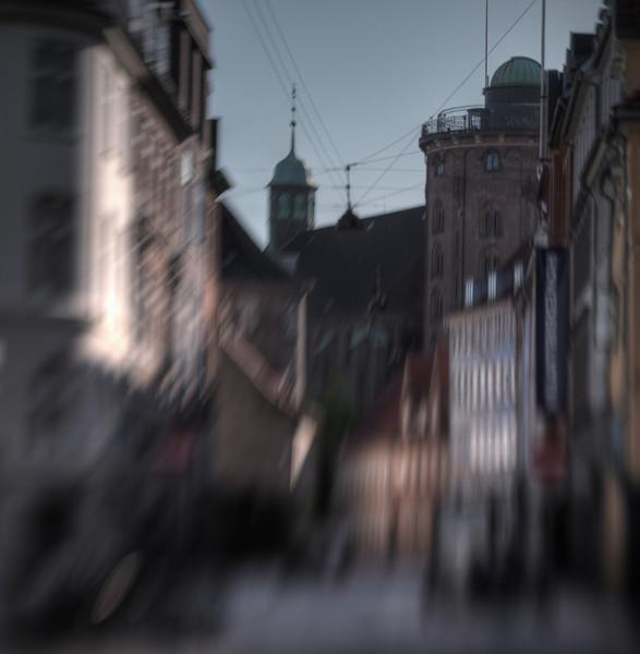 Krystalgade<br /> set fra Fiolstræde mod Rundetårn, København, Danmark.<br /> Fotograferet med en lensbaby.