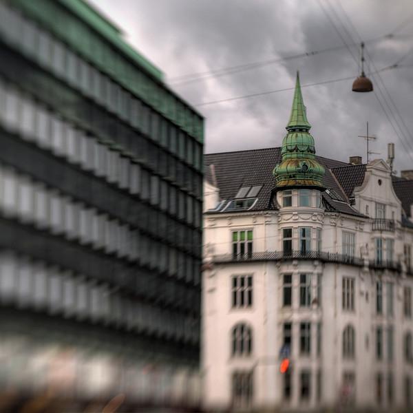Green and Orange.<br /> Hjørnet af gammel Kongevej og Skt. Jørgens Allè, København, Danmark.