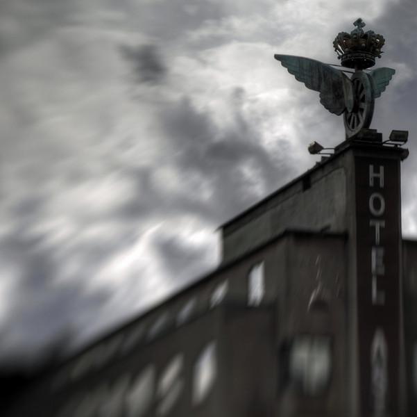 Astoria.<br /> Hotel Astoria ved hovedbanegården med det gamle DSB vingehjul.<br /> Hotel Astoria at the central railway station, Copenhagen. The winged wheel is an old symbol for the Danish Stale Railways.
