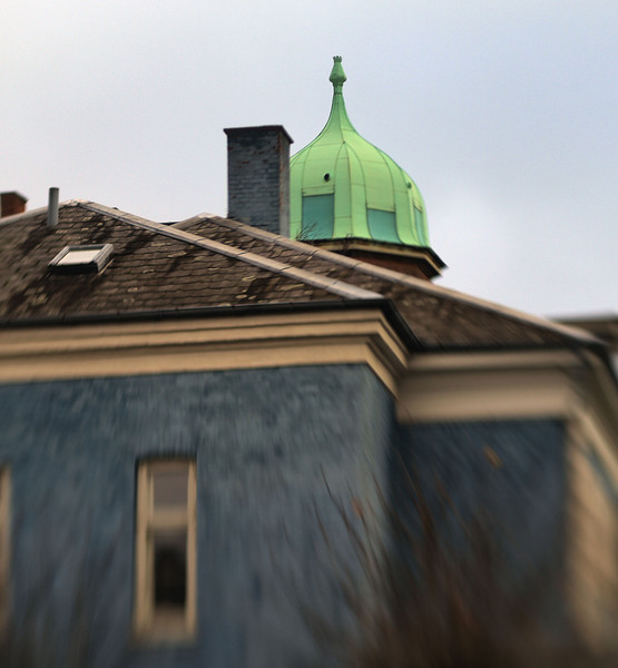 Blue and Green.<br /> Villa på Alhambravej, Frederiksberg, Danmark.<br /> Fotograferet med en Lens Baby.