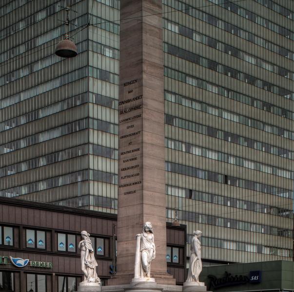 In waiting.<br /> Frihedsstøtten foran SAS hotellet, Vesterbrogade, København, Danmark.<br /> Monument for the freeing of danish peasants from serfdom.