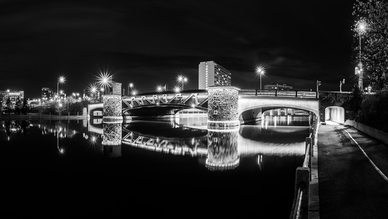 Prettoria Bridge at Night