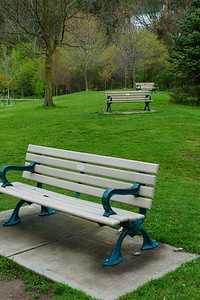 Staggered Benches