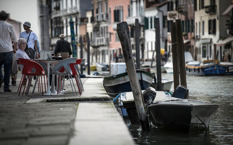 canal-side seating | venezia