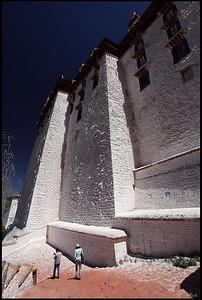 A Walk around Potala Palace