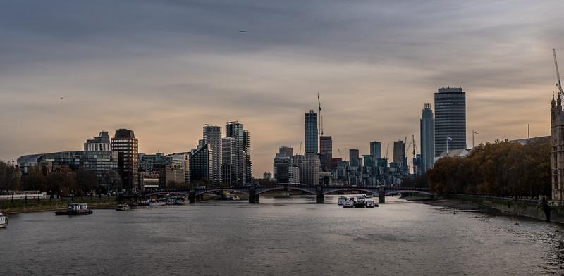 Autumn light on the Thames