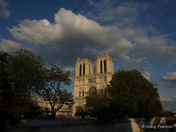 Notre Dam de Paris in the daytime
