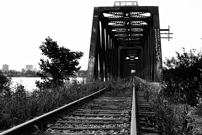 Pont ferroviaire abandonné sur l'Outaouais Abandoned train bridge on the Ottawa