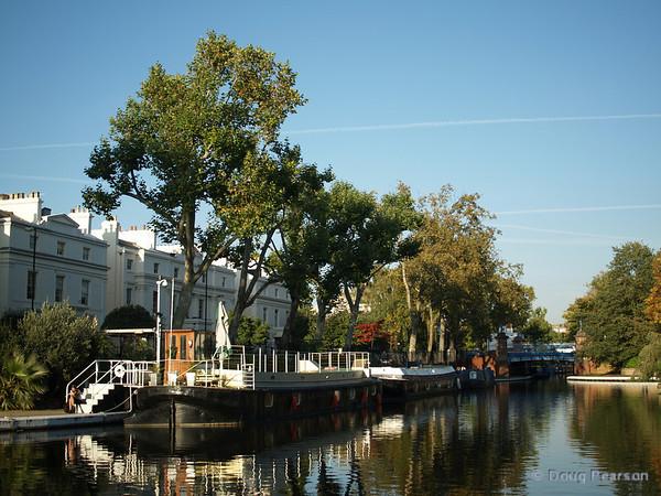 Boats along the shore, Little Venice, London, UK