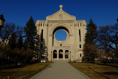Remaining façade of the St. Boniface Cathedral, that burned on July 22, 1968. See http://www.winnipegfiremuseum.ca/fotos/k_elder/stboniface.jpg