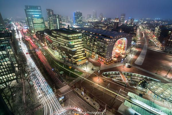 Rotterdam centrum in de nacht.
