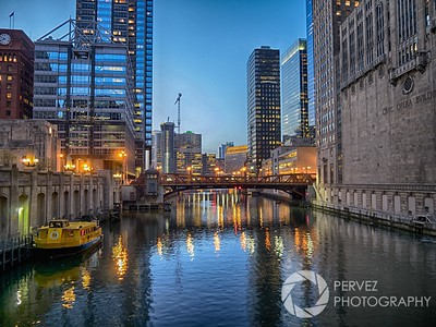 A nice shot in the evening near sunset time of the Chicago River a few blocks from Union Station.