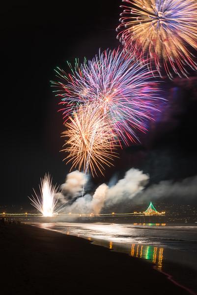 Manhattan beach pier end of year fireworks
