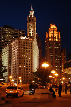 Chicago alive at night