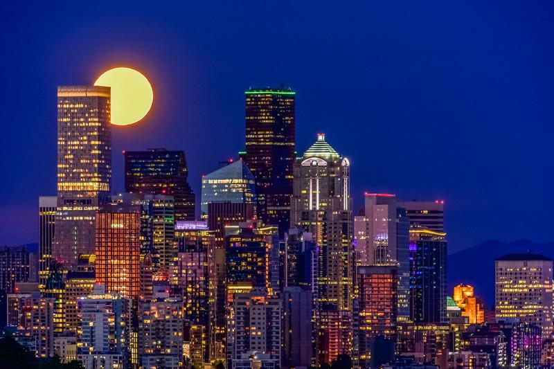 Exquisite Seattle Full Moon