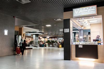 Eurostar terminal  shops and coffeebar