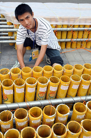 Olympics+Previews+Day+2+MA man sets up the fireworks for the Opening Ceremony outside of the Bird's Nest ahead of the Beijing 2008 Olympics on August 6, 2008 in Beijing, China