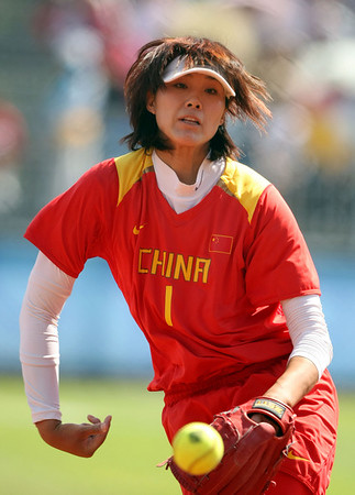 Olympics+Day+8+Softball+Lu Wei of China throws pitches against Japan during their softball game at Fengtai Softball Field on Day 8 of the Beijing 2008 Olympic Games