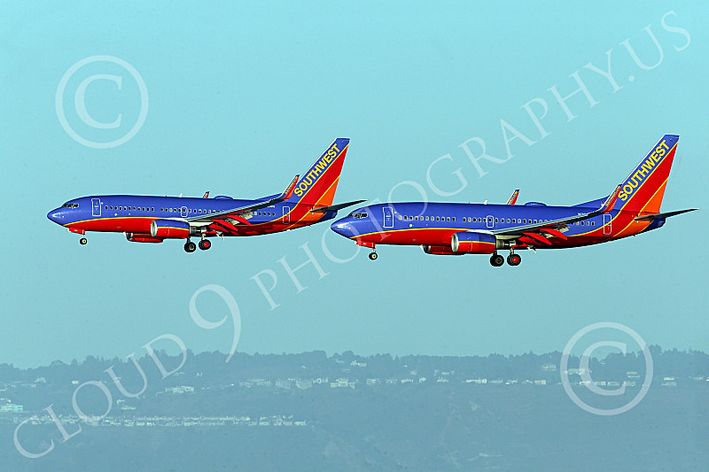 Boeing 737 00012 Two Boeing 737s Southwest Airline land simultaneously on SFO's parallel runways 12-2014 airliner picture by Peter J Mancus