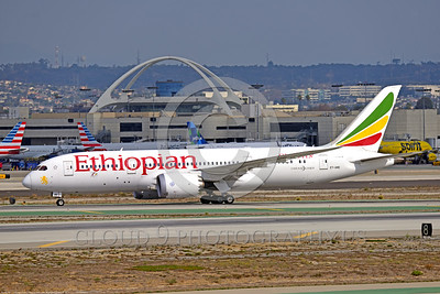B787 0003 A Boeing 787-800 Dream Liner, Ethiopian ET-ARE, taxis at LAX 11-2017, jet airliner picture by Peter J  Mancus     DONEwt