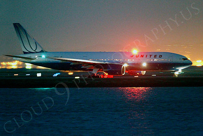 ALP-N 00139 United Airline Boeing 777 at SFO in San Francisco at night, by Peter J Mancus