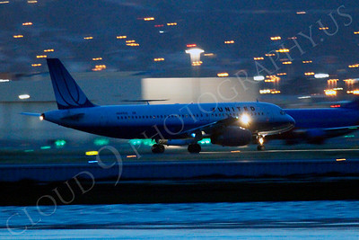 ALPN 00017 United Airlines Airbus A320 taking off at night at SFO in San Francisco, by Peter J Mancus