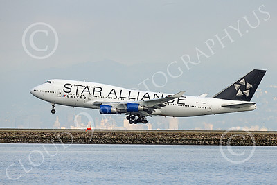 B747 01553 A Boeing 747 United Airline STAR ALLIANCE N121UA on final approach to land at SFO 12-2014 airliner picture by Peter J Mancus