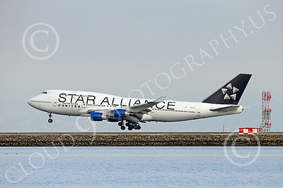 B747 01540 A Boeing 747 United Airline STAR ALLIANCE N121UA on final approach to land at SFO 12-2014 airliner picture by Peter J Mancus