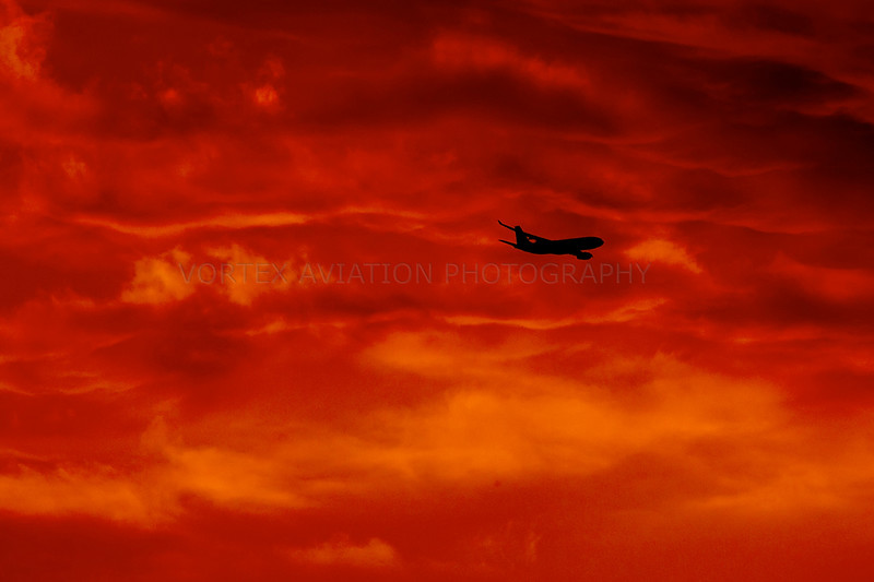 http://www.vortexaviationphotography.com/Civil-Aviation-Photography/Melbourne-Tullamarine/sunset-330/1142339826_E3t2e-L.jpg