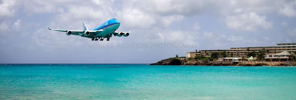 http://www.vortexaviationphotography.com/Civil-Aviation-Photography/St-Maarten-2011/i-Sfrmjcf/0/XL/klmmahowide-XL.jpg