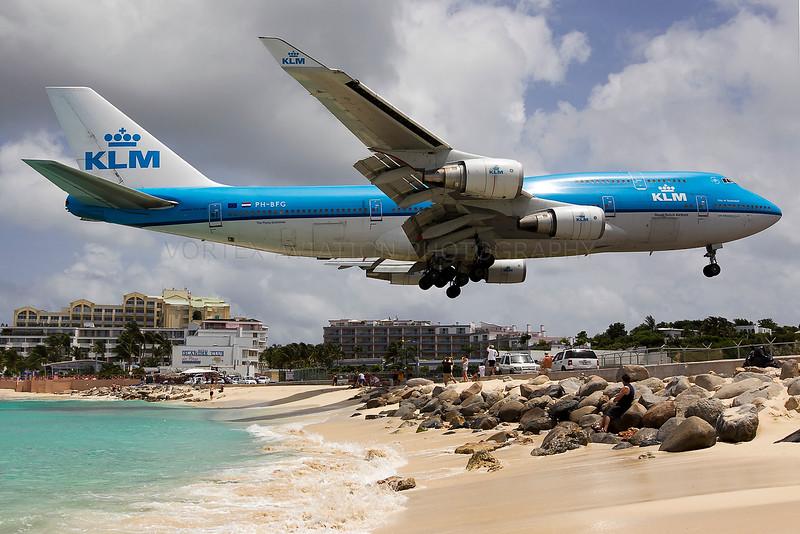 http://www.vortexaviationphotography.com/Civil-Aviation-Photography/St-Maarten-2011/i-g9Rv76G/3/L/bigklm744JP-L.jpg