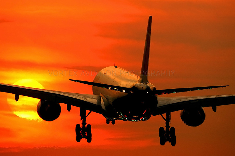 http://www.vortexaviationphotography.com/Civil-Aviation-Photography/Sunrise-and-sunset/n809nw270706dehowie3L/587779392_HxVhr-L-5.jpg