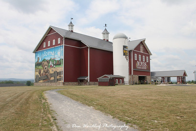 The huge Boyds Bear Country store on the edge of the battlefield