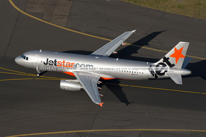 Jetstar Airbus A320 VH-VGD takeoff